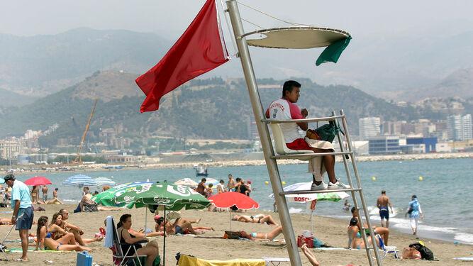 A la platja, que vol dir el color de la bandera?